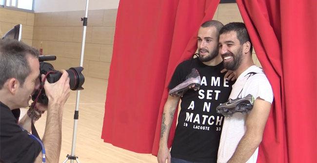 Arda Turán y Aleix Vidal, con ganas de volver a jugar