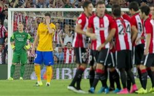 Ter Stegen (izquierda) se lamenta tras encajar el 1-0 en el Athletic-Barça de la Supercopa de España