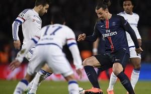 Ibrahimovic y Cesc, en un lance del partido