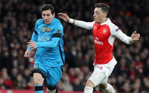 Messi marcó los dos goles del Barça en el Emirates