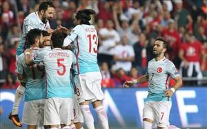 Turquía celebró su primera victoria coincidiendo con el retorno de Arda