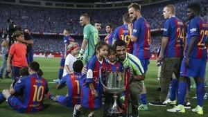 Los jugadores celebraron con sus hijos el título de Copa del Rey