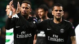 Neymar y Dani Alves tienen muy buena sintonía en el PSG