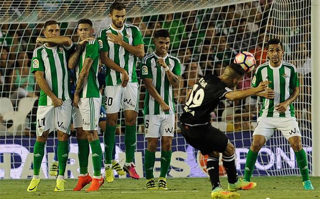 Ni Betis ni Deportivo consiguieron romper el 0-0 inicial