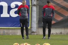 Constantin Galca dirige el entrenamiento de este martes