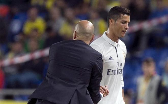 CR7 ni siquiera mir� a la cara a Zidane cuando el t�cnico le sustituy�