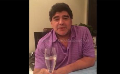Maradona felicita a sus fans en Facebook