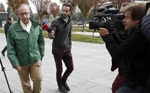 Ángel Vizcay llega para comparecer ante Fermín Otamendi