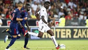Balotelli marcó el 1-0 para el Niza