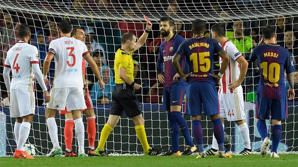 El árbitro expulsa a Piqué por intentar marcar con la mano (ES)