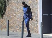 Dembélé saliendo de casa para acudir a la Ciutat Esportiva