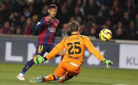 Neymar marc� dos goles en Elche