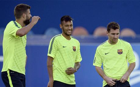 Piqu�, Neymar y Messi durante el entrenamiento previo al PSG-Bar�a