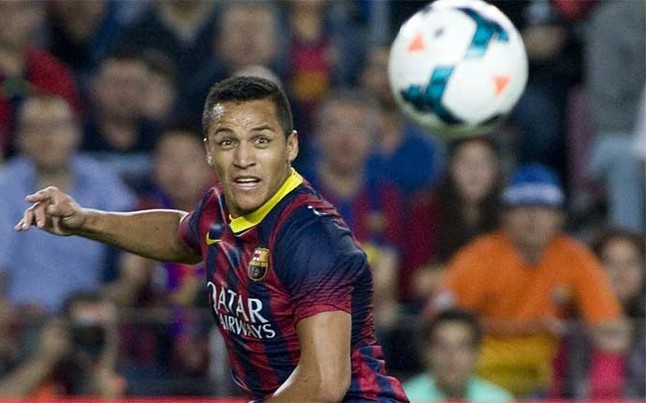 Manchester United looking to bring Barcelonas Alexis Sanchez to Old Trafford [Express + SPORT]