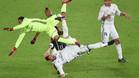 Sergi Ramos cae emparedado entre Fabricio y Keylor Navas en la final del Mundial de Clubes 2016