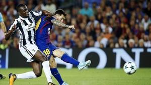 Messi dispara ante Matuidi en una de las acciones de peligro del argentino
