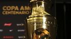 Sepa cu�nto pesa el trofeo de la Copa Am�rica Centenario