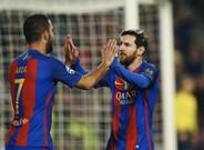 Messi y Arda Turan celebran el 1-0, obra del argentino