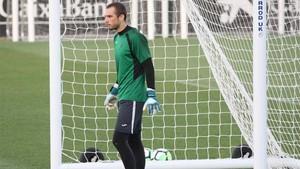 Pau López brilló en el estreno liguero del Espanyol; sus paradas evitaron la derrota ante el Sevilla