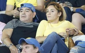 Maradona, junto a su pareja