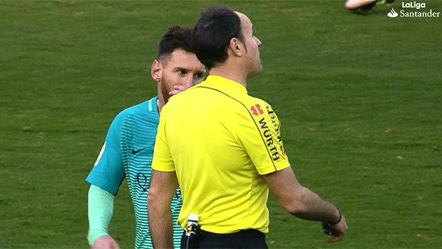 Video resumen: La conversación entre Messi y Mateu Lahoz en el Atlético - FC Barcelona