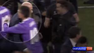 El momento del saludo entre Zinedine Zidane y James Rodríguez tras la final de la Champions 2016/17
