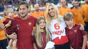 La familia Totti, tras el último partido de Il Capitano