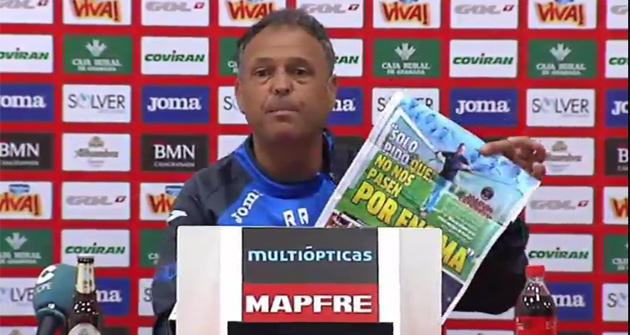 Caparr�s rompe la portada de Marca en rueda de prensa