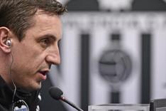 Neville compareci� ante los medios en la previa del Valencia-Espanyol