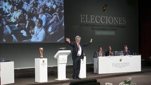 Ángel María Villar recibe el aplauso de la Asamblea de la RFEF