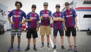 Los pilotos de MotoGP con la nueva equipación del FC Barcelona