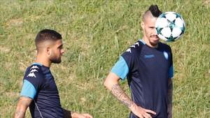 Martens y Hamsik, peligro ofensivo para el Feyenoord