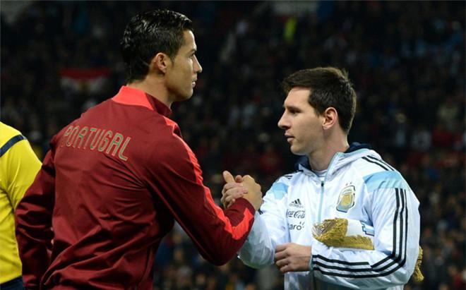 Cristiano Ronaldo mantiene un duelo con Leo Messi