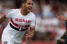 Douglas jugar� en el Bar�a las cinco pr�ximas temporadas