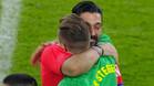 El abrazo entre el mejor portero de la historia y el mejor portero del momento