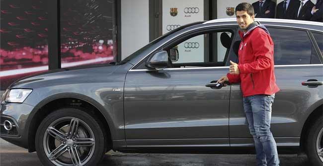 Los jugadores del Bar�a reciben sus nuevos Audi