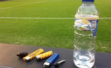 Estos son los seis objetos que se lanzaron en Mestalla