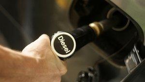 Cae el diésel, pero sus ventas se las lleva la gasolina.