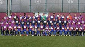 El equipo se hizo la foto oficial de esta temporada junto al staff técnico y el presidente