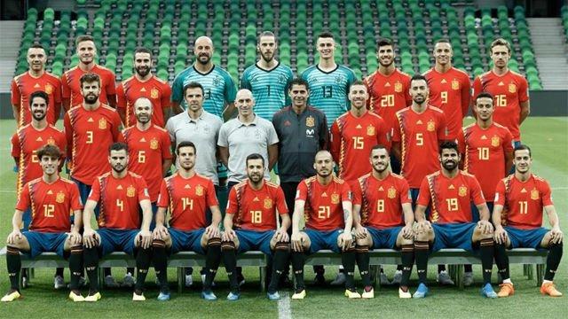 España repite la foto oficial, esta vez con Fernando Hierro