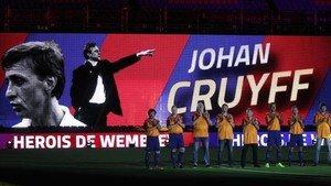 Johan Cruyff recibió una de las grandes ovaciones del Camp Nou