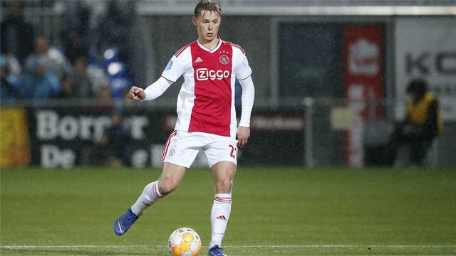 Frenkie de Jong to join Barcelona in €75m summer transfer from Ajax