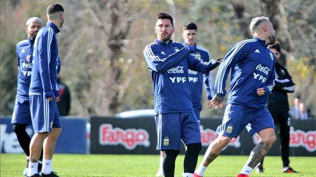Messi se entrena con Argentina por primera vez