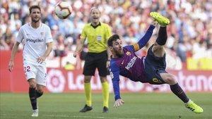 Messi, en una acción acrobática