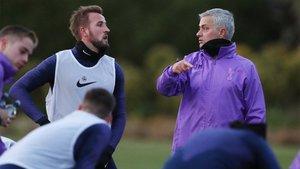 Mourinho y Kane, durante el primer entrenamiento del luso