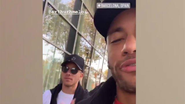 Neymar visita a Arthur en Barcelona