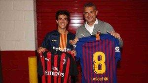 Riqui Puig se intercambió la camiseta con Massaro
