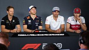 Sainz en la rueda de prensa junto a otros pilotos