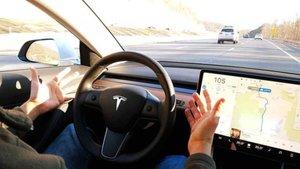 La conducción autónoma llegará pronto, según Musk.