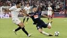 Aarón pugna un balón con Jesús Navas, ex del City, en el partido del Sánchez Pizjuán